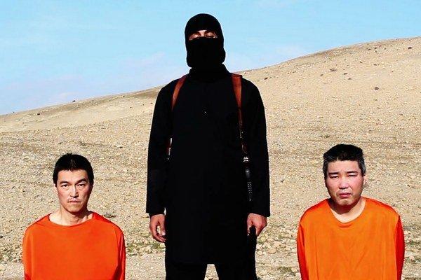 Islamský štát japonských novinárov popraví, ak nedostanú výkupné.