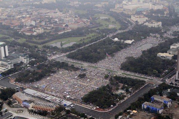 Úrady odhadli účasť na šesť až sedem miliónov veriacich.