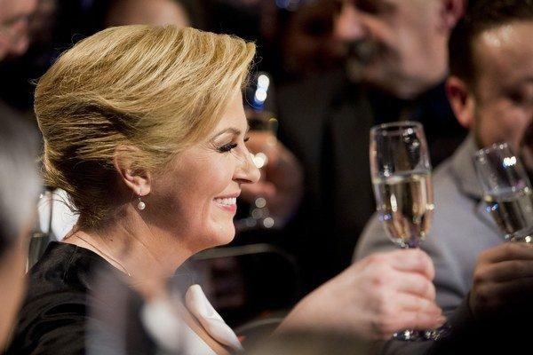 Novozvolená chorvátska prezidentka Kolinda Grabarová-Kitarovičová oslavuje svoje víťazstvo.