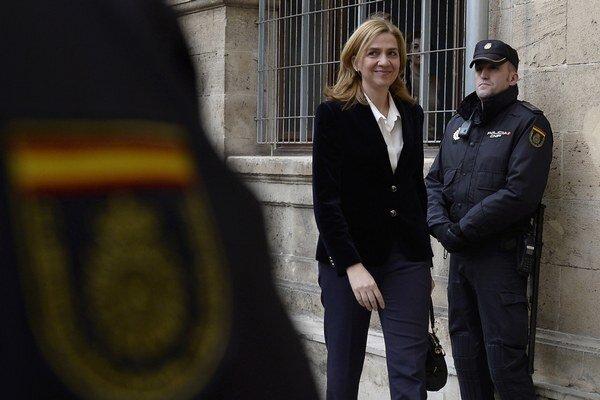 Infantka Cristina prichádza na súd v Palma de Mallorca.