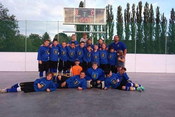 Hokejbalisti U12 doma neprehrali ani zápas.