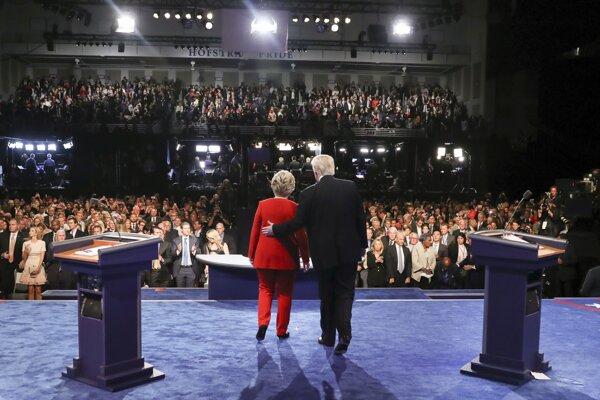 Hillary Clintonová a Donald Trump na záver prvej debaty.