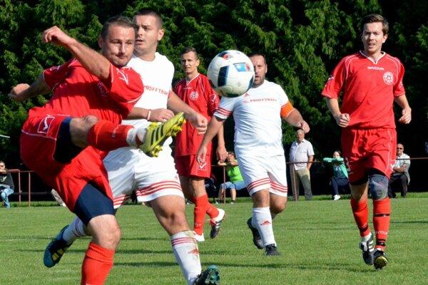 Dražkovčan Rapan strelil vedúci gól proti Sklabini, no potom museli domáci aspoň obod tvrdo bojovať.