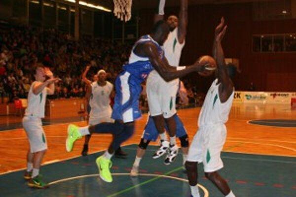 Basketbalisti BC Prievidza bojovali až do konca, zvrátiť nepriaznivý stav stretnutia sa im však už nepodarilo.