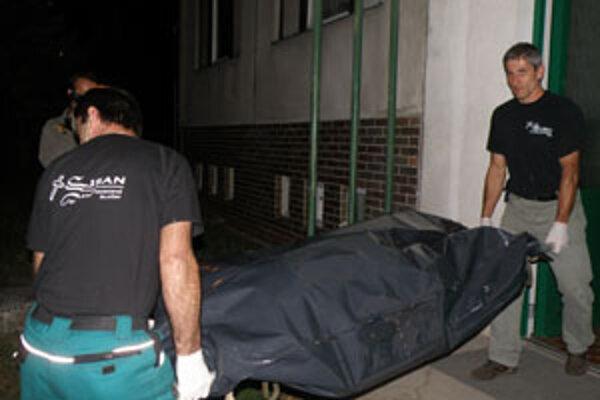 Telo Jozefa B. ešte v piatok večer odviezli na súdnoznaleckú pitvu.