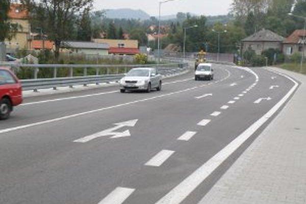 Nová cesta odbremenila centrum Handlovej od väčšiny áut.