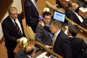Andrej Kolesík by mal sedieť v poslaneckých laviciach Smeru aj naďalej.