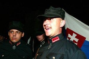 Marian Kotleba v čase, keď ešte zvykol pochodovať v uniforme.