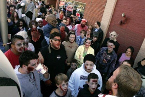 Po Prievidzi sa prejdu zombíci.