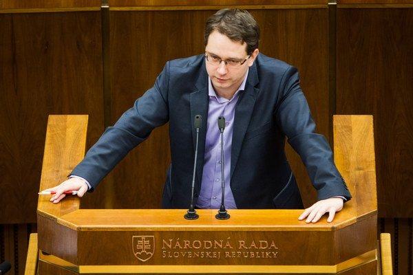 Poslanec Anton Martvoň by chcel zriadiť register sexuálnych deviantov.
