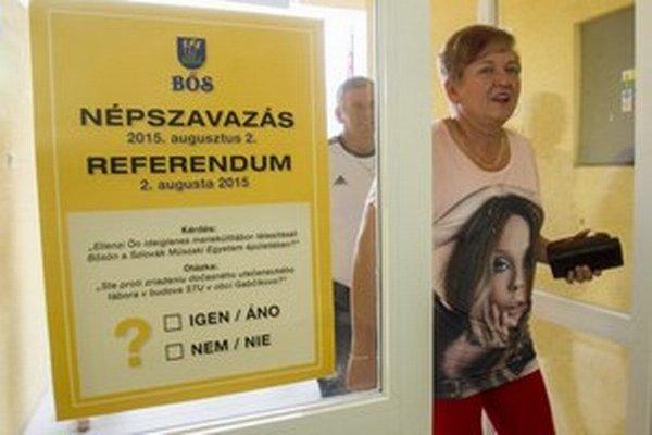 Vláda podľa Roberta Fica nebude ignorovať výsledky gabčíkovského referenda. V ňom odmietlo príchod utečencov 97 percent hlasujúcich.