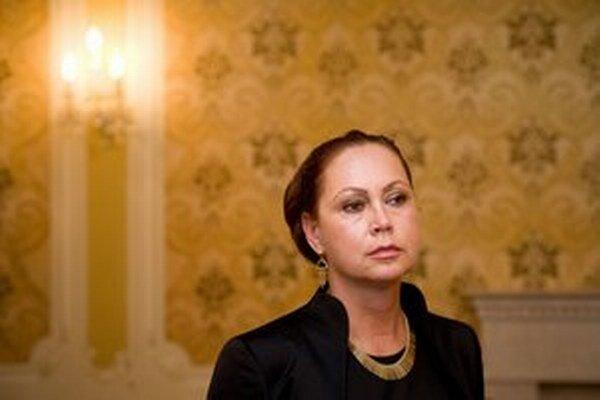 Macejková, vzhľadom na neprimeranú reakciu Jany Dubovcovej, považuje za potrebné oboznámiť verejnosť s podstatnými skutočnosťami.