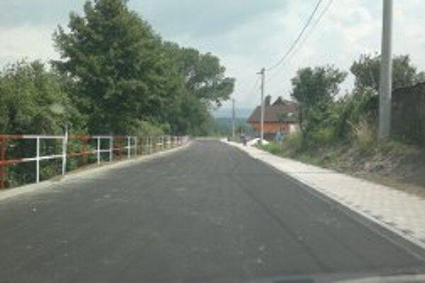 Novú cestu obec vybudovala na ulici za hasičskou zbrojnicou.