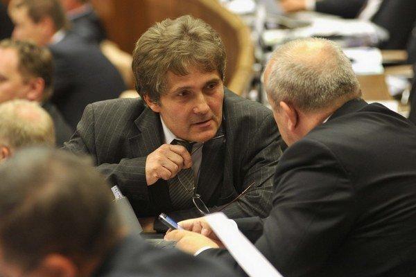 Ľubomír Petrák zo Smeru predložil najdôležitejší z pozmeňujúcich návrhov školského zákona.