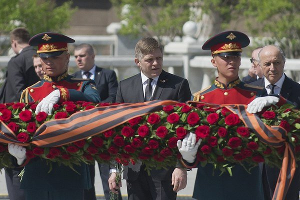 Fico v Moskve položil veniec k pamätníku neznámeho vojaka.