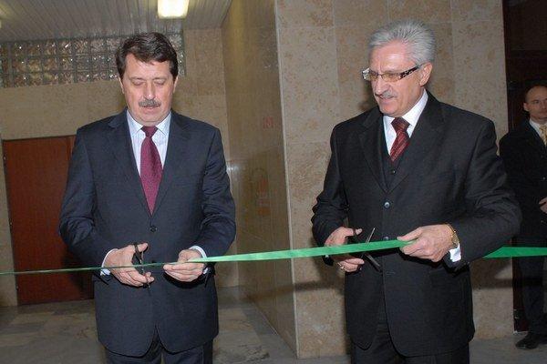 Ján Jasovský (vpravo) vo funkcii prežil už troch predsedov parlamentu. Pavol Paška bol jedným z nich.