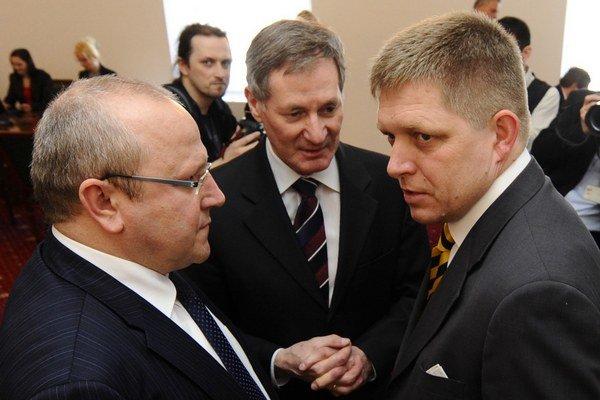 Na snímke zľava Pavol Abrhan, Pavol Hrušovský a Robert Fico.
