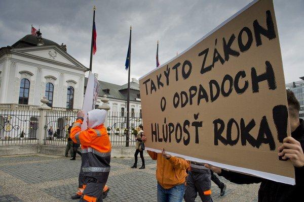 Protest  proti prijatej novele zákona o odpadoch.