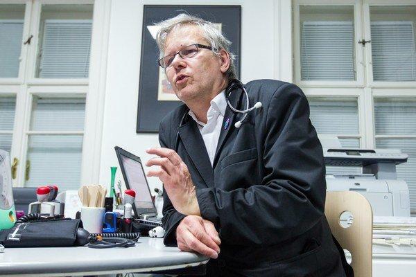 Lipták poskytol viacerým médiám vyjadrenia, v ktorých reagoval na obvinenie kardiológa Viliama Fischera z prijatia úplatku od pacientov.