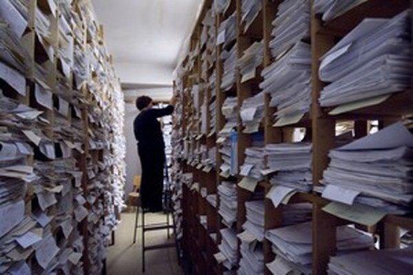 Podľa návrhu si za vyhotovenie viac ako 200 fotokópií alebo skenov  možno  účtovať päť centov za každú ďalšiu listinu.