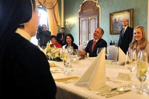 Zástupkyne Sloveniek pozval prezident na slávnostný obed.