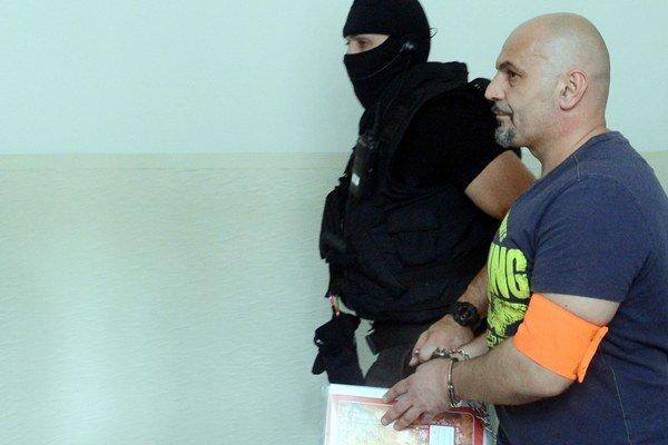 Kaštan si odpykáva 14,5-ročný trest, ktorý dostal na základe dohody o vine a treste.