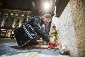 Obete teroristického útoku vo Francúzsku si uctili aj v Bratislave.