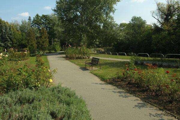 V návrhu sú aj peniaze na výmenu lavičiek v niekoľkých parkoch.