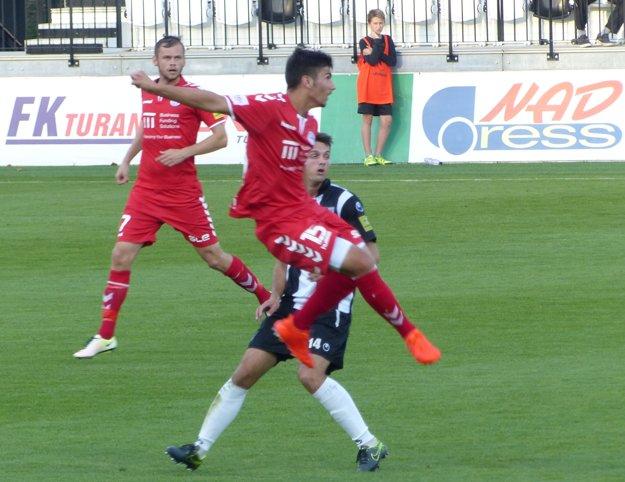 Senici nakoniec body utiekli medzi prsty, ale tréner Miroslav Mentel mohol byť spokojný aspoň s debutom 17-ročného Michala Červeňáka.