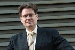 Narodil sa v roku 1975 v Bratislave, vyštudoval Právnickú fakultu na Univerzite Komenského, má dva doktoráty. Poskytoval právny servis štátnej správe aj inštitúciám EÚ. V rokoch 2011 až 2012 bol šéfom Úradu pre Slovákov žijúcich v zahraničí, dnes okrem po