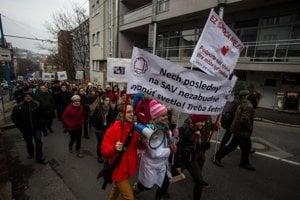 Akademici aktívne protestujú.