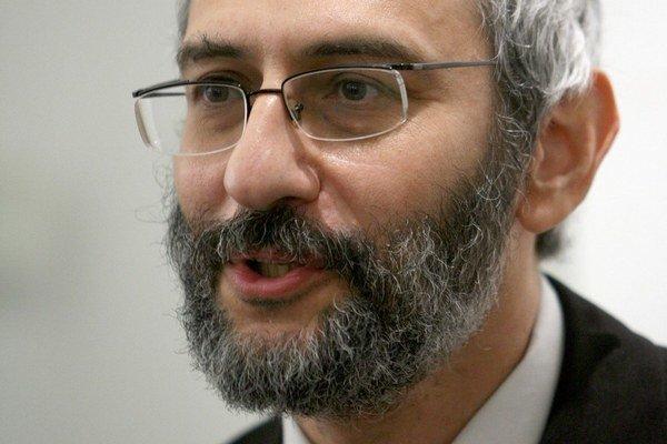 GRIGORIJ MESEŽNIKOV pochádza z ruského mesta Oriol. Vyštudoval Filozofickú fakultu Moskovskej štátnej univerzity. V rokoch 1983 – 1993 pôsobil na Univerzite Komenského v Bratislave a neskôr medzi 1993 – 1997 pracoval v Politologickom kabinete Slovenskej a