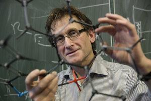 Holandský chemik Bernard Feringa je jeden z troch laureátov Nobelovej ceny za chémiu za rok 2016. V roku 1999 ako prvý vytvoril molekulárny motor.