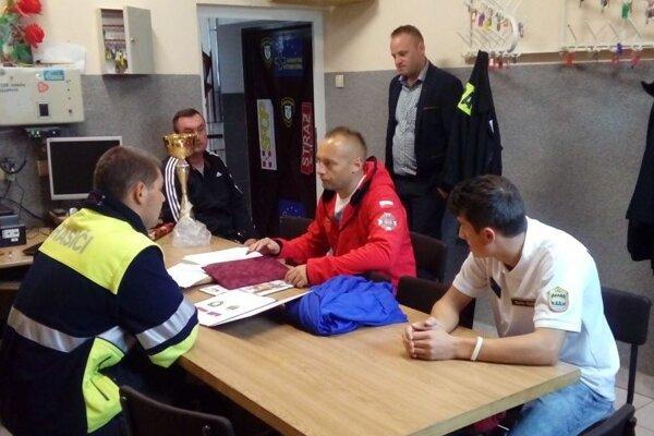 Hasiči zKorne prerokovali zmluvu ozačatí partnerstva spoľskými hasičmi.