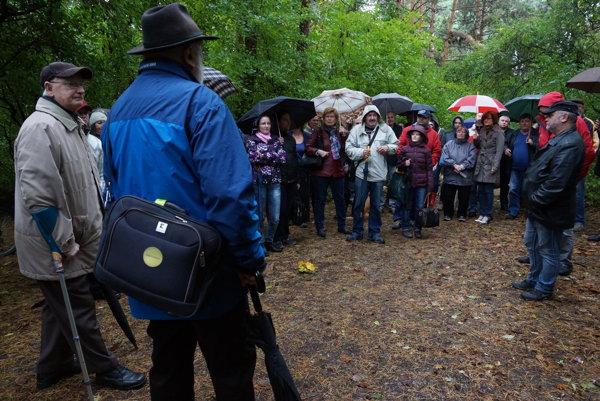 Petícia za záchranu lesoparku. Prítomní nechcú, aby sa lesopark zmenil na neverejnú zeleň.