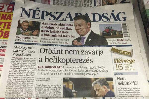 Vydanie denníka Népszabadság v novinovom stánku.