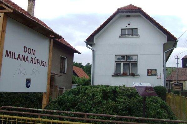 Rodný dom básnika a prekladateľa Milana Rúfusa.
