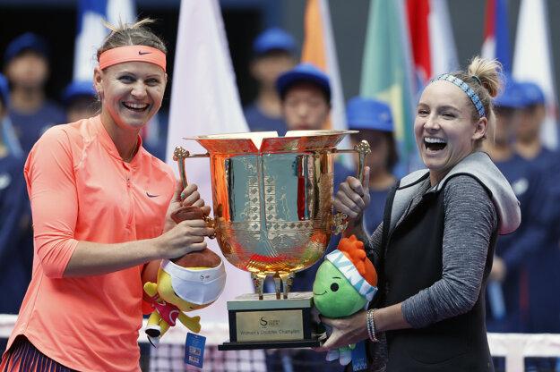 Štvorhru v Pekingu ovládli Američanka Bethanie Matteková-Sandsová a Češka Lucie Šafářová.