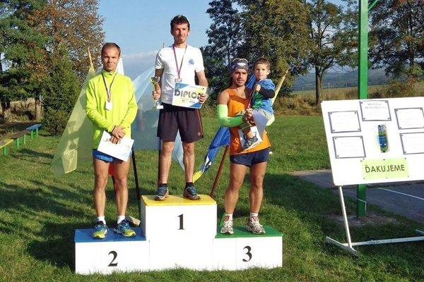 Najrýchlejší muži na 10 km. Zľava: Dubašák, Orolín, Kačmarčík.
