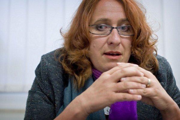 Sociálna poradkyňa Ida Želinská vraví, že sociálna pracovníčka mala brániť súdnemu úradníkovi pri jeho násilnom odoberaní dieťaťa.