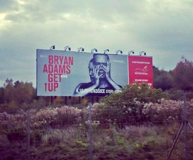 Megaboard. Nesie Bryanov hviezdny podpis.