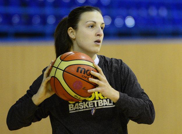 Teja hrá basketbal v Košiciach.