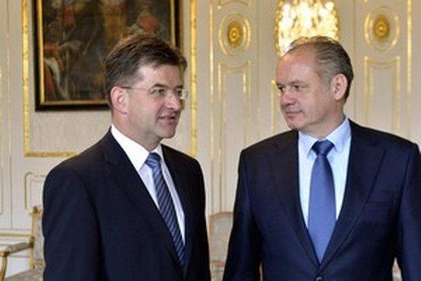 Miroslav Lajčák (na snímke s prezidentom Andrejom Kiskom) žiada pre svoje ministerstvo úľavy, hoci vedel, čo ho čaká.