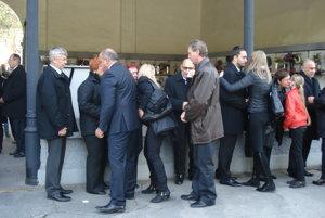 Kondolencie trúchliacich s najbližšou rodinou Alexandry.