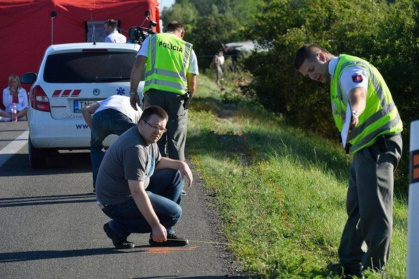 Na mieste nehody autobusu so študentmi z Trnavy chýbali zvodidlá.