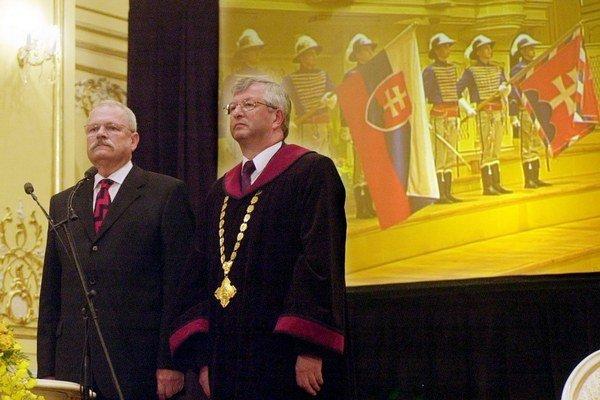Prezidentský sľub skladal Ivan Gašparovič v roku 2004 do rúk Jána Mazáka, ktorý bol vtedy predsedom Ústavného súdu.