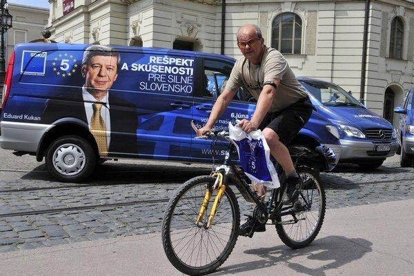 Kampaň pred eurovoľbami zvyčajne vidieť na bilbordoch.