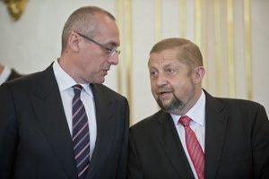 Štefan Harabin (vpravo) s ministrom spravodlivosti Tomášom Berecom v utorok pri vymenovaní dvanástich nových sudcov.