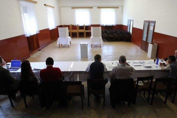 Nuda vo volebnej komisii býva najväčšia práve počas eurovolieb.