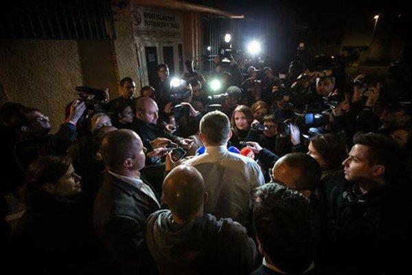 Fico prichádza do centrály Smeru.